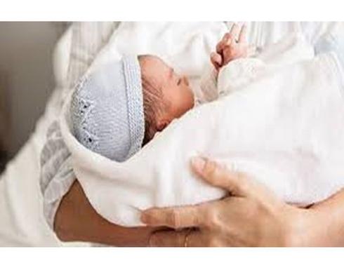 زوجان عجزا عن سداد فاتورة الولادة فقررا بيع المولود في الهند