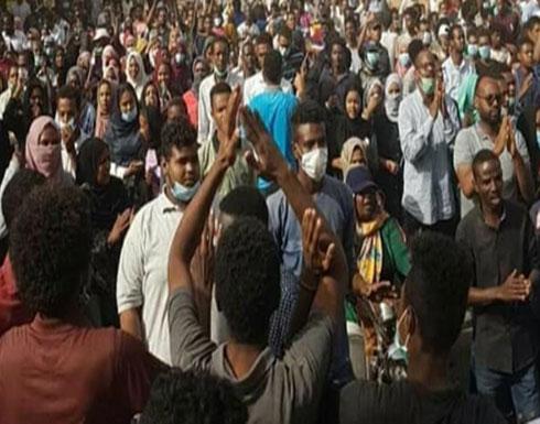 """رغم الطوارئ.. """"مواكب التحدي"""" تجوب شوارع مدن سودانية"""