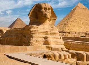 """""""قفزة كبيرة"""" في إيرادات مصر من السياحة"""