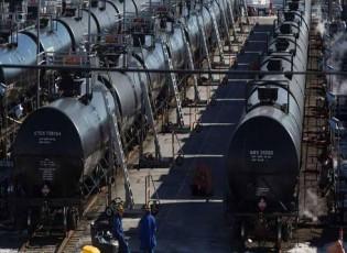 النفط يصعد رغم الزيادة في المخزونات الأميركية