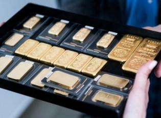الذهب يقلص خسائره بفعل بيانات أميركية ضعيفة