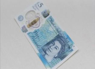الإسترليني يتخلى عن مكاسبه أمام الدولار
