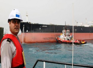 مع تهاوي صادرات النفط.. إيران تواجه أزمة جديدة