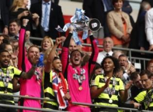 هذرسفيلد تاون يعود إلى الدوري الإنجليزي بعد غياب 45 عاماً