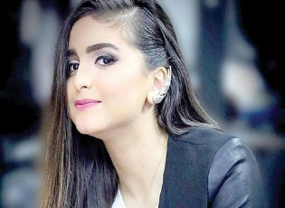 """بالفيديو.. حلا الترك تتعرض لموقف محرج بسبب """"مذيعة"""""""