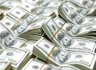 الدولار يرتفع ويتجه صوب أول مكسب أسبوعي منذ بداية 2018