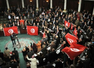 """""""فنجان قهوة"""" يتسبب في تعطيل أعمال البرلمان التونسي ويثير جدلاً واسعاً بين النواب"""
