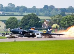 تحطم طائرة حربية بريطانية نادرة أثناء محاولة الهبوط (شاهد)