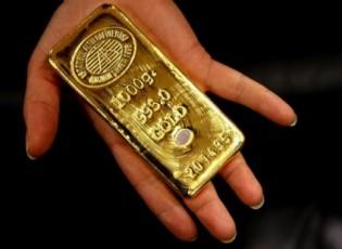 الذهب يتخلى عن مكاسبه مع صعود الدولار
