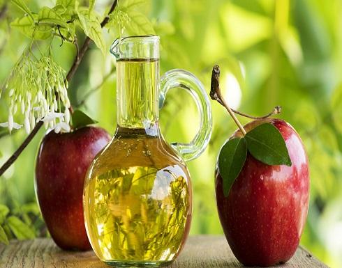 خل التفاح لحبّ الشباب؟.. قد يكون علاجا وقد يكون حارقا!