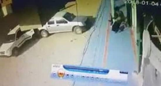 بالفيديو: فشل مسلحين في اقتحام مصرف شرق اليمن