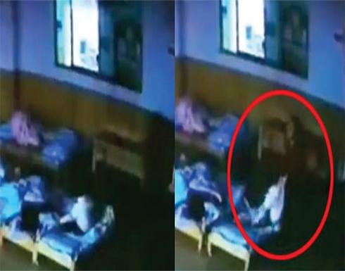 بالفيديو: جريمة في روضة أطفال بالصين والكاميرات تفضح المربية الشرسة