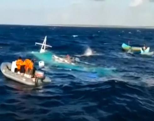 شاهد : قتيلان و7 مفقودين جراء غرق قارب قبالة شرقي إندونيسيا