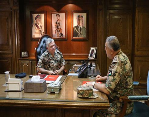 """الملك بـ""""الزي العسكري"""" وإجتماعات """"أمنية"""" في عمان للإحتراز"""