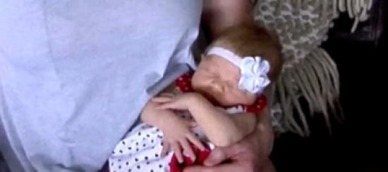 عائلة أمريكية تستقبل أول مولودة أنثى منذ 102 عام
