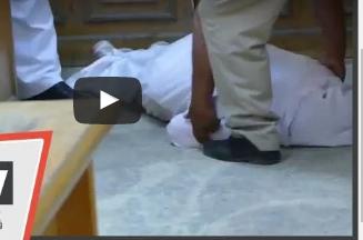 بالفيديو.. سيدة تسقط أرضًا بعد مواجهتها أمام زوجها بمعاشرة مسؤول حكومي