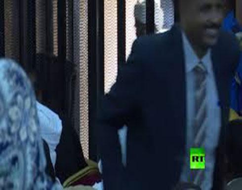 شاهد : أول فيديو لمحاكمة الرئيس السوداني السابق عمر البشير