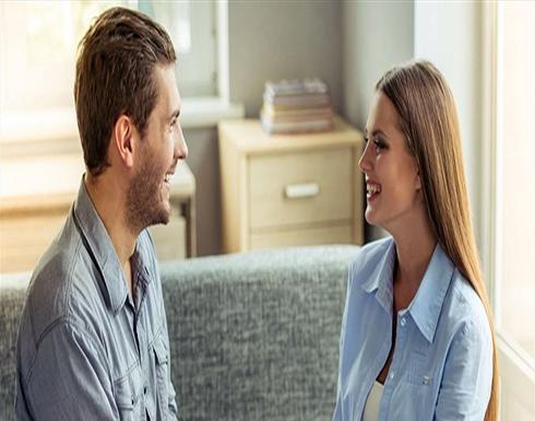 4 فوائد للإمساك بيد زوجك.. بينها خفض التوتر