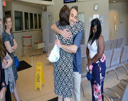 بعد سجنه ظلمًا 17 عامًا.. أمريكي يطالب تعويضه بمليون دولار