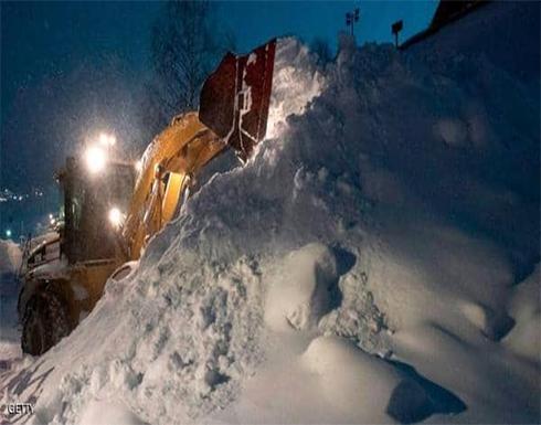 بقي 5 ساعات تحت الثلوج الكثيفة.. وخرج حيا في النمسا