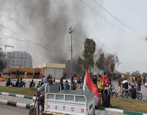 تظاهرات العراق تتجدد.. إغلاق طرق بالناصرية وإطلاق غاز بالنجف ( فيديو)