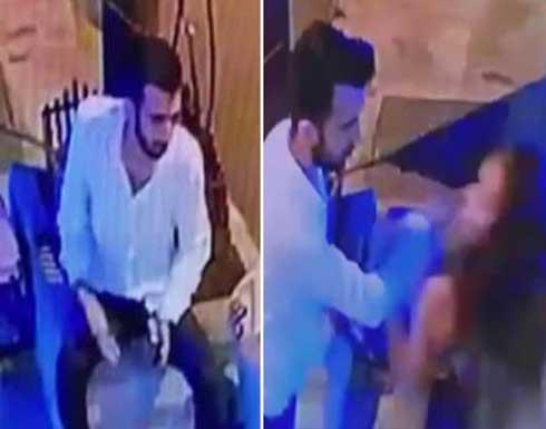 المغني التركي شاتاي اكمان يتشاجر مع حبيبته أمام منزلها .. شاهد
