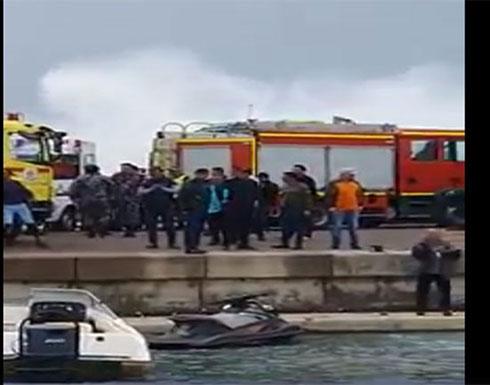 بالفيديو : انقاذ 12 شخصا ضربتهم الأمواج على رصيف نادي اليخوت في العقبة