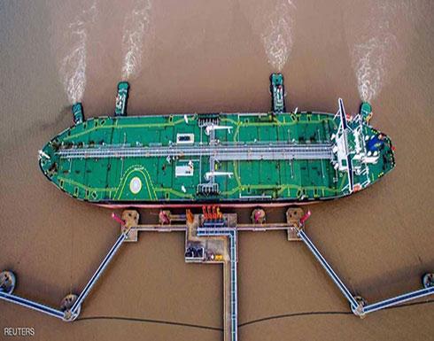 النفط يهبط بسبب وفرة المعروض وارتفاع الدولار