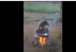 شاهد طفلا يتغلب على نفاد الماء الساخن عند الاستحمام