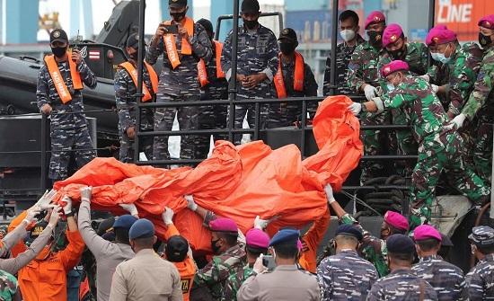 الطائرة الإندونيسية المنكوبة.. تحديد موقع الصندوقين الأسودين