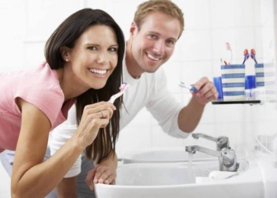 أسباب نزيف اللثّة أثناء تنظيف الأسنان