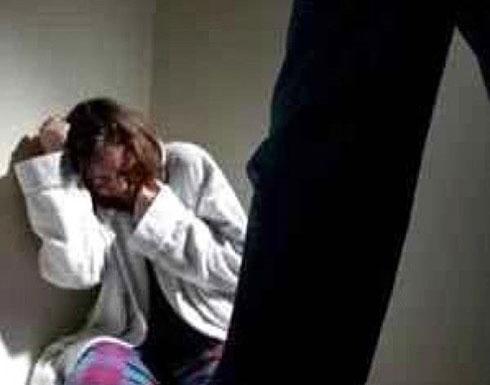 جريمة بشعة... اغتصبت امام طفليها تحت تهديد السلاح في منزلها!