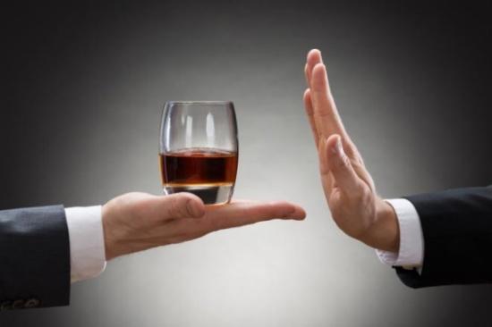 تأثير الخمر على صحة الإنسان.. وما الحكمة من تحريمها؟