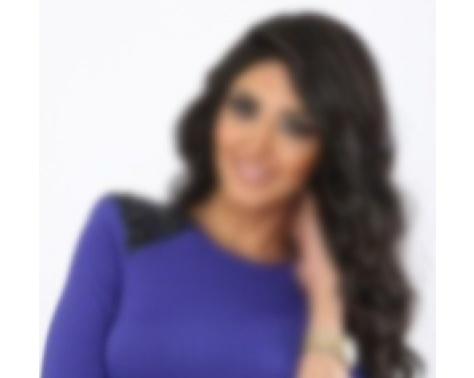 اعلامية مصرية تفاجئ جمهورها بصورة لها بالحجاب خلال أداء صلاة الفجر