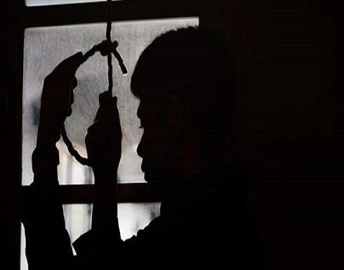 سوري ينتحر في مكان عمله وزملائه يرمونه في الشارع!