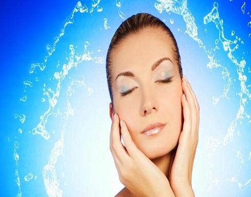 فوائد لا تتوقعونها لغسل الوجه بالمياه الغازية