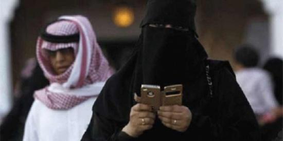 """سعودي يطلق زوجته لسبب غريب جداً """"إصبع قدمها"""""""