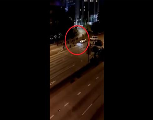 بسرعة جنونية.. سيارة تدهس متظاهرين في سياتل الأمريكية .. بالفيديو