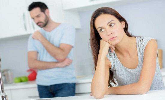 امريكا : امرأة تكتشف خيانة زوجها صدفة في صحيفة