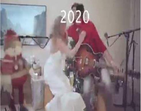 النيران تشتعل بشعر فنانة شهيرة في احتفالية رأس السنة (فيديو)