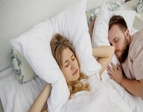 تعانون من الشخير أو النوم المتقطع؟ لسانكم قد يكون السبب