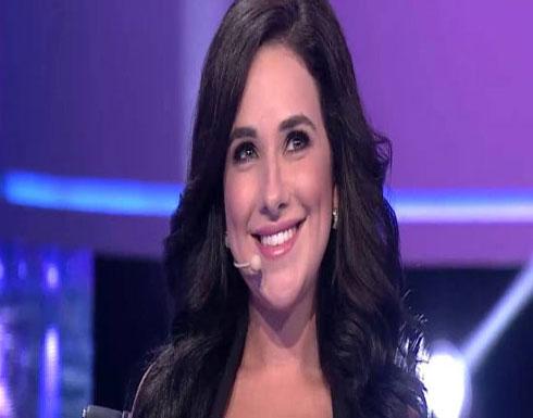 شيري عادل تتعرض لحادث مروع وصديقتها تطالب الجمهور بالدعاء لها