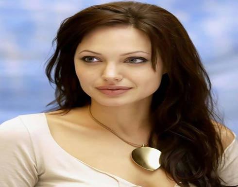 """واقعة مسربة تكشف """"شخصية"""" أنجلينا جولي .. تفاصيل مثيرة"""