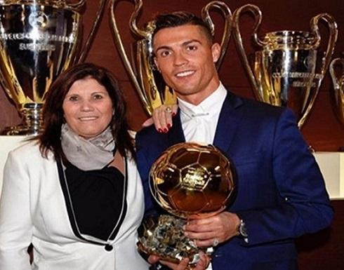 رونالدو يقدم هدية ثمينة لوالدته في عيد الأم البرتغالي (صورة)