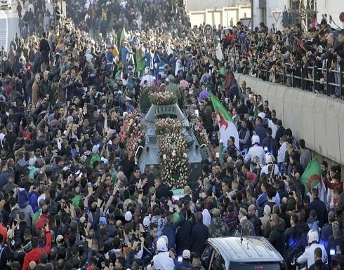 الإفراج عن المعتقلين بالجزائر.. هل يخفت صوت الحراك؟