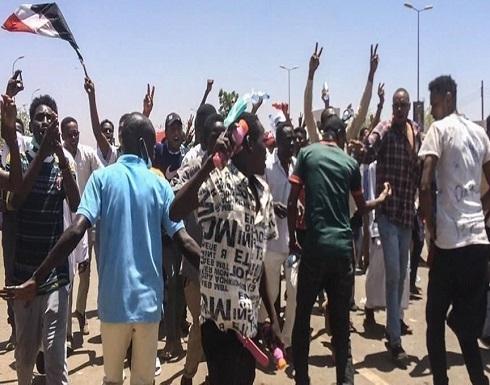 الخرطوم.. عشرات المحتجين يطالبون برحيل حكومة حمدوك