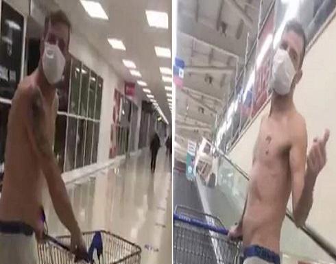شاب يتسوق بملابسه الداخلية في ويلز (فيديو)