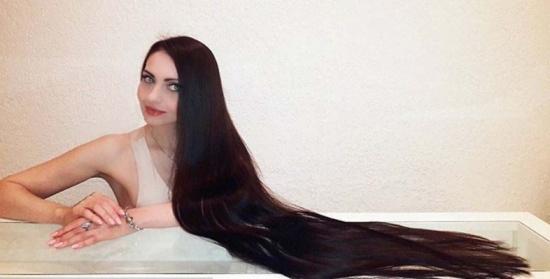 بعد أن تعدّى طول شعرها المتر ونصف المتر.. أولغا تؤكد: لا تغسلي شعرك يوميًا وتجنبي هذه المنتجات!