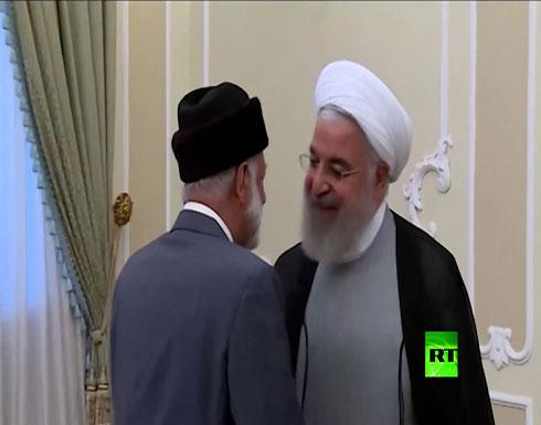 شاهد: لحظة استقبال حسن روحاني وزير الخارجية العماني يوسف بن علوي في طهران