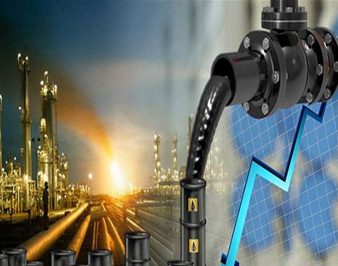 النفط يهبط في ظل إمدادات كافية للأسواق
